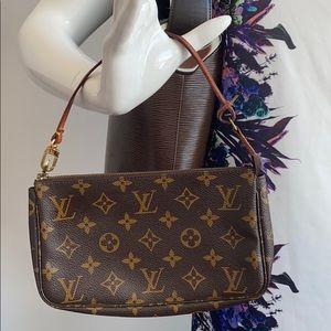 ⭐️price is firm⭐️Louis Vuitton Pochette accesories